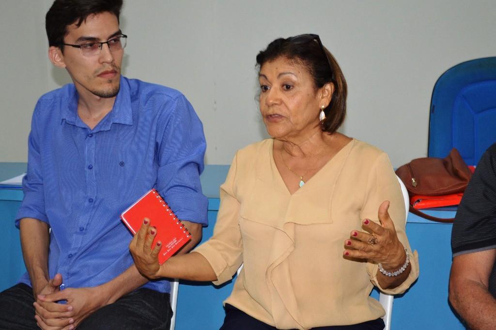 A diretora do Setor de Aposentados - Otília Neta - fala sobre a situação dos aposentados da UERN
