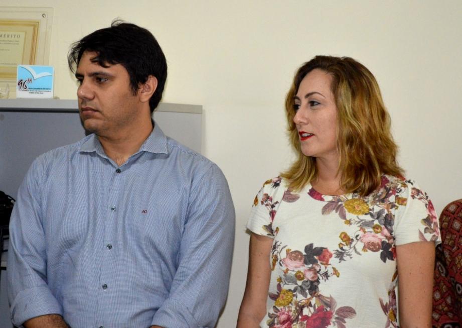 (Da esquerda para Direita), Denys Tavares, candidato à presidência na chapa UNIDOS PELA ADUERN e Rivânia Moura, candidata à presidência pela chapa SINDICATO É PRA LUTAR